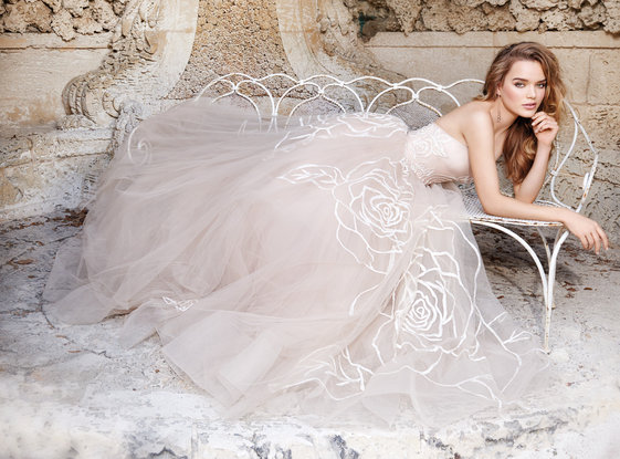 Jim Hjelm Bridal Gown / Style 8500