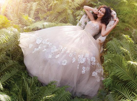Jim Hjelm Wedding Dress / Style 8561
