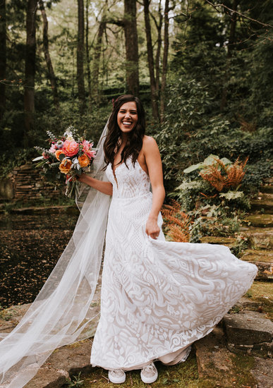 I mean this dress is incredible is it not?! (Not to mention the gorgeous bouquet by The Perfect Poppy!)