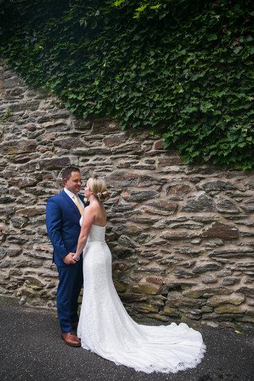 Stone wall, couple