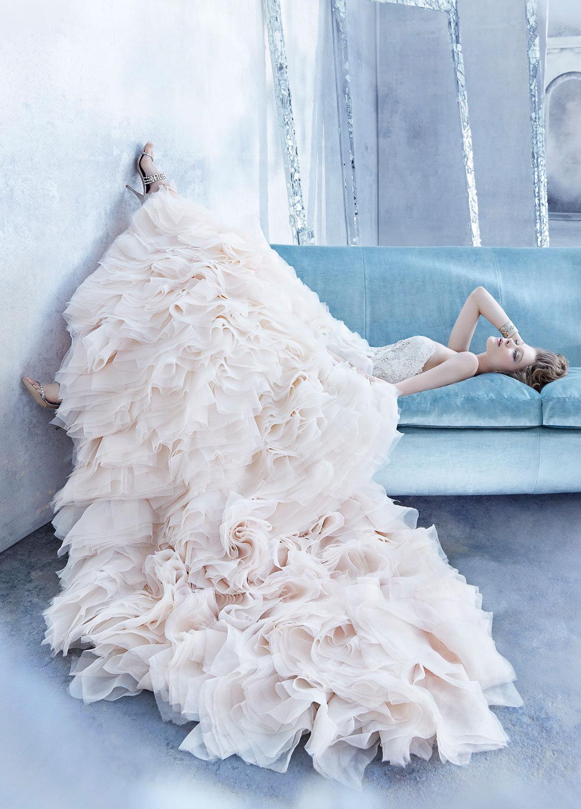 至近距離から見られても360度抜け目ない豪華なウェディングドレスばかりで、羨望の眼差しを向けられること間違いなし!