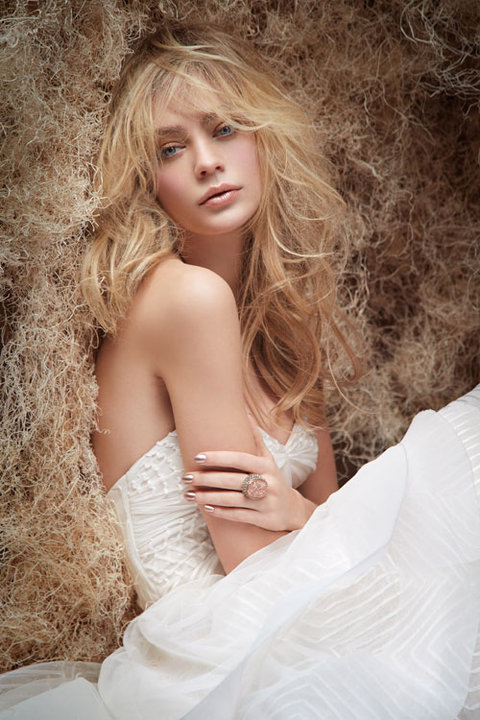 Style 6400 Lana Ad Shot