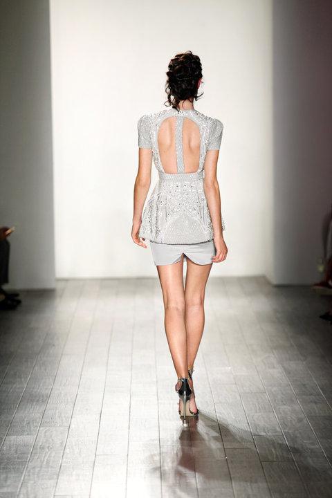 Style Nahla Runway Back