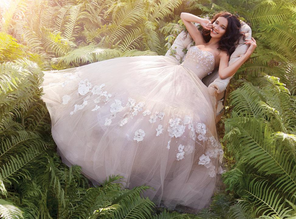 透け感のあるウェディングドレス